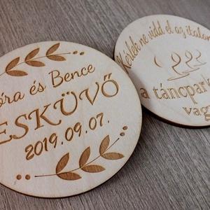 Két oldalán gravírozott esküvői poháralátét, köszönőajándék (floraldekor) - Meska.hu