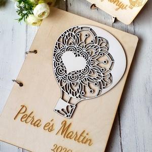Esküvői vendégkönyv gravírozott fa fedlappal, Esküvő, Emlék & Ajándék, Vendégkönyv, Famegmunkálás, Hőlégballon rátéttel készülő esküvői vendégkönyv, melybe biztosan szívesen ír útravaló jókívánságot ..., Meska