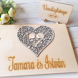 Esküvői vendégkönyv gravírozott fa fedlappal, Esküvő, Emlék & Ajándék, Vendégkönyv, Famegmunkálás, Szív és madárpár motívumos rátéttel készülő esküvői vendégkönyv, melybe biztosan szívesen ír útraval..., Meska