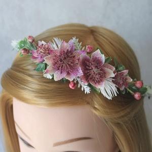 Minimal virágkoszorú, hajdísz , Táska, Divat & Szépség, Ruha, divat, Esküvő, Hajdísz, ruhadísz, Virágkötés, Visszafogott de hangsúlyos darab, a fehér levendula szerű művirág végigfut a koszorúalapon a virágok..., Meska