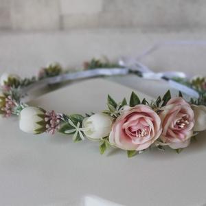 Minimal pasztel pink és krém virágkoszorú , Esküvő, Hajdísz, ruhadísz, Táska, Divat & Szépség, Ruha, divat, Hajbavaló, Virágkötés, Levendulaszerű hamvas levelek futnak végig a virágkoszorún, apró krém selyemvirágok, minőségi élethű..., Meska