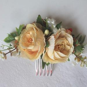 Virágos hajdísz, hajfésű alkalmakra , Esküvő, Hajdísz, ruhadísz, Táska, Divat & Szépség, Ruha, divat, Hajbavaló, Virágkötés, Krém selyemvirágok, narancs árnyalatú bogyósokkal, sárgás-barnás levelekkel kiegeszítve, ezt a könny..., Meska