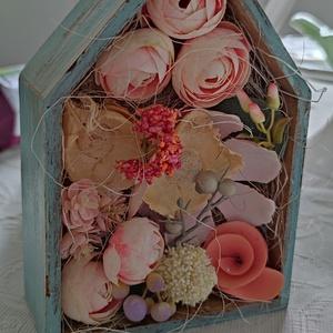 Virág box házikó, Otthon & Lakás, Dekoráció, Díszdoboz, Virágkötés, Kézzel festett vintage stílusú fa házikó szárazvirágokkal, selyemvirággal és termésekkel, asztaldísz..., Meska