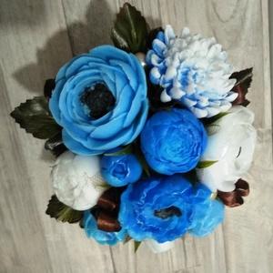 Csokor Kék-Nagy , Esküvő, Esküvői dekoráció, Otthon & lakás, Dekoráció, Csokor, Szappankészítés, Virágkötés, Kék-Fehér szappan virágcsokor. \nA szappan virágokat én készítem és kötöm csokorba a kész fém kaspóba..., Meska