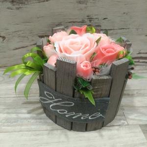 Csokor Home Rózsa Box , Esküvő, Esküvői dekoráció, Otthon & lakás, Dekoráció, Csokor, Szappankészítés, Virágkötés, Barack árnyalatú szappan virágcsokor. \nA szappan virágokat én készítem és kötöm csokorba a kör alakú..., Meska