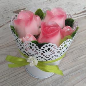 Csokor Csipkés Rózsa , Esküvő, Esküvői dekoráció, Otthon & lakás, Dekoráció, Csokor, Szappankészítés, Virágkötés, Eperszín-Fehér szappan virágcsokor. \nA szappan virágokat én készítem és kötöm csokorba a fém csipkés..., Meska