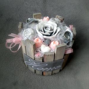 Szappan Csokor Home Rózsa Box , Esküvő, Esküvői dekoráció, Otthon & lakás, Dekoráció, Csokor, Táska, Divat & Szépség, Szépség(ápolás), Krém, szappan, dezodor, Szappankészítés, Virágkötés, Szürke-Rózsaszín árnyalatú szappan virágcsokor. \nA szappan virágokat én készítem és kötöm csokorba a..., Meska