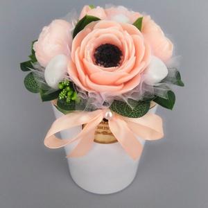 Szappan Csokor kaspóban, Esküvő, Otthon & lakás, Dekoráció, Esküvői dekoráció, Lakberendezés, Szappankészítés, Virágkötés, Szappan virágcsokor. \nA szappan virágokat én készítem és kötöm csokorba a kész kerámia kaspóba, amin..., Meska
