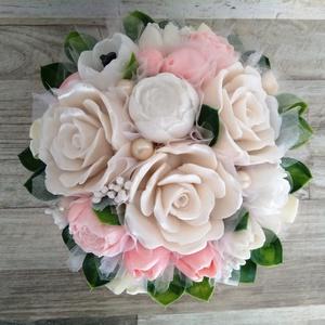 Szappan Csokor Nagy tálban , Esküvő, Esküvői dekoráció, Otthon & lakás, Dekoráció, Lakberendezés, Szappankészítés, Virágkötés, Szappan virágcsokor. \nA szappan virágokat én készítem és kötöm csokorba a fém tálkába.\nA csokor legn..., Meska