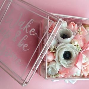 Szappan virág box, Otthon & Lakás, Dekoráció, Csokor & Virágdísz, Virágkötés, Szappankészítés, Fehér-Rózsaszín árnyalatú szappan virágdoboz.\nA szappan virágokat én készítem és kötöm csokorba az á..., Meska