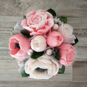 Szappan Csokor kaspóban, Otthon & Lakás, Dekoráció, Csokor & Virágdísz, Szappankészítés, Virágkötés, Szappan virágcsokor. \nA szappan virágokat én készítem és kötöm csokorba a kész kerámia kaspóba, amin..., Meska