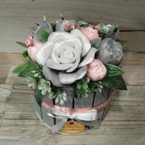 Szappan virág csokor, Otthon & Lakás, Dekoráció, Csokor & Virágdísz, Virágkötés, Szappankészítés, Szürke-rózsaszín árnyalatú szappan virágcsokor.\nA szappan virágokat én készítem és kötöm csokorba a ..., Meska