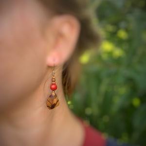 Palo santo fa korall gyönggyel fülbevaló, Ékszer, Fülbevaló, Lógó fülbevaló, Ékszerkészítés, Famegmunkálás, Meska