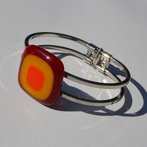 Bordó-narancs karkötő, Ékszer, Karkötő, Üvegművészet, Egyedi színes-üveg karkötő,nikkel mentes rugós fém alappal.\nAz üveg mérete:3x3cm\na fém mérete:7x5cm...., Meska