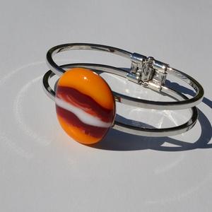 Csíkos karkötő, Ékszer, Karkötő, Üvegművészet, Egyedi színes-üveg karkötő,nikkel mentes rugós fém alappal.\nAz üveg mérete:2,7x2,5cm\na fém mérete:7x..., Meska