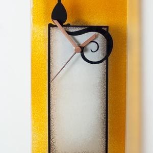 Narancs-fekete macskás óra, Otthon & lakás, Dekoráció, Lakberendezés, Falióra, óra, Üvegművészet, Kemencében olvasztott színes-üveg óra.\nMérete:24x24cm\nAz akasztója a szerkezeten található.\nAz óra s..., Meska