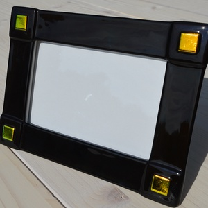 Fekete-arany fényképtartó, Otthon & lakás, Dekoráció, Lakberendezés, Képkeret, tükör, Üvegművészet, Kemencében olvasztott színesüveg fényképtartó.Méret:20x15cm ,10x15-ös képhez\nFekvő és álló funkcióva..., Meska