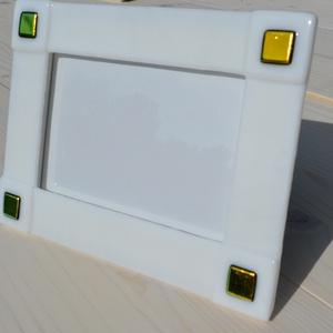 Fehér-arany fülbevaló, Otthon & lakás, Dekoráció, Lakberendezés, Képkeret, tükör, Üvegművészet, Kemencében olvasztott színesüveg fényképtartó.Méret:20x15cm ,10x15-ös képhez\nFekvő és álló funkcióva..., Meska