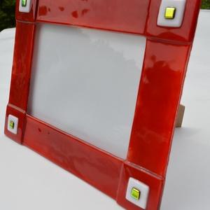 Piros-arany fényképtartó, Otthon & lakás, Dekoráció, Lakberendezés, Képkeret, tükör, Üvegművészet, Kemencében olvasztott színesüveg fényképtartó.Méret:21,5x26,5cm ,15x20-as képhez\nFekvő és álló funkc..., Meska
