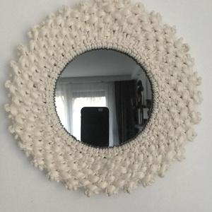 Makramé tükör., Otthon & lakás, Dekoráció, Lakberendezés, Képkeret, tükör, Csomózás, Natúr színű sodrott pamutzsinór,kókusz szalag,fém karika,tükör. Szélessége 27cm. A füstös szürke tü..., Meska