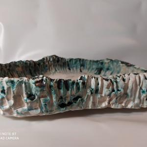 Kék-fehér kurama bonsai tál, Kínálótál, Konyhafelszerelés, Otthon & Lakás, Kerámia, Alapvetően mázatlan, csak nyomokban használtam egy tengerkék mázat , amitől teljesen egyedi textúrát..., Meska