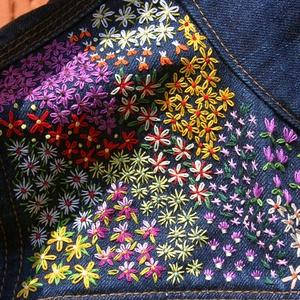 Hímzett farmerdzseki, kézzel hímzett farmerkabát S/M, Ruha & Divat, Női ruha, Kabát, Hímzés, Lazúrkék klasszikus farmerdzseki a váll részén kézzel hímzett apró virágokkal.\nA farmerkabát hosszú ..., Meska