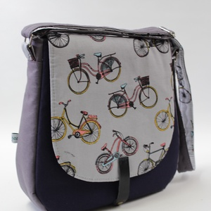 Táska,amivel biciklire pattanhatsz, Táska, Divat & Szépség, Praktikus válltáska a dinamikus hétköznapokra. A lehajtós táska 30 cm széles,28cm magas,mélysége 8 c..., Meska