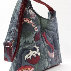 Erdei vacsora -madaras táska, Táska, Divat & Szépség, Táska, Válltáska, oldaltáska, Varrás, Madárvacsora az erdőben. Csodás textilből készült ez a női táska. A mintát tűzéssel hangsúlyoztam ki..., Meska