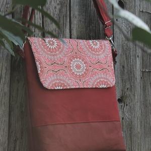 Terrakotta harmónia-Táska,hátizsák, Táska & Tok, Variálható táska, Varrás, Meleg barna és téglavörös színekből állítottam össze ezt a táskát.Lehajtója a vörösekkel harmonizáló..., Meska