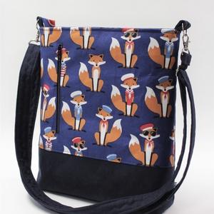 Szolíd ravaszdik-Táska,hátizsák, Táska & Tok, Variálható táska, Varrás, A rókás designer textilt egy bársonyos tapintású erős sötétkék vászonnal kombináltam.\nA táskamerevít..., Meska