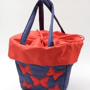 Kék-piros pillangós táska bringásoknak, Táska & Tok, Biciklis & Sporttáska, Kerékpáros kosárba tehető praktikus bevásárlótáska. Vízlepergetős anyagból készül,mérsékelten ellená..., Meska