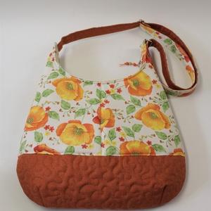 Kakukkmák virágözön-válltáska, Táska & Tok, Kézitáska & válltáska, A vidám virágos táskát kaliforniai kakukkmák díszíti. Jókora válltáskát varrtam ebből a vidám textil..., Meska