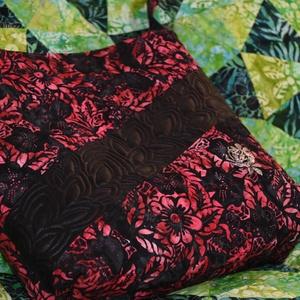 Batik táska - fekete-ciklámen színekben, Táska, Táska, Divat & Szépség, Válltáska, oldaltáska, Varrás, Anthology batik anyagok és fekete textilbőr kombinációjából készült, szabad kezes gépi tűzéssel dísz..., Meska
