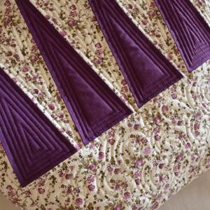 Ibolya óriás táska, Nagy pakolós táska, Kézitáska & válltáska, Táska & Tok, Patchwork, foltvarrás, Varrás, Pamutvászonból készült vidám lila mintás, nyárias hangulatú patchwork óriás táska (méret: 54cmx38cm,..., Meska