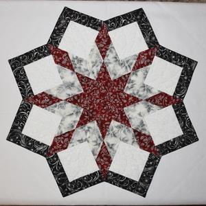 Lone Star asztalközép, Otthon & lakás, Lakberendezés, Lakástextil, Terítő, Patchwork, foltvarrás, Varrás, Gyönyörű ezüstözött patchwork anyagokból (RK - Holiday Flourish, Winter\'s Grandeur) készült patchwor..., Meska