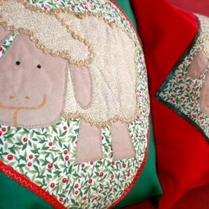 Az Aranyszőrű Bárányka...piros díszpárna  - otthon & lakás - lakástextil - párna & párnahuzat - Meska.hu