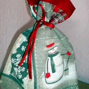 Hóemberes karácsonyi ajándékcsomagoló zsák, Otthon & Lakás, Karácsony & Mikulás, Karácsonyi csomagolás, Varrás,  Ugye, környezettudatosan gondolkodsz?...és egész évben a karácsonyt várod?...\n Bútorvászonból varrt..., Meska