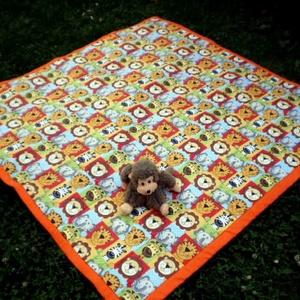 Vadállatos játszószőnyeg narancssárga hátlappal -és szegéllyel, Gyerek & játék, Gyerekszoba, Játék, Baba játék, Varrás,  Ajándékba textil csörgős babakockát adok hozzá!\n\n Mintás pamutpoliészterből és 100%-os pamutvászonb..., Meska