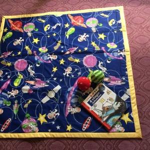 Űrodüsszeia játszószőnyeg ajándék csörgős textil babakockával, Játszószőnyeg, 3 éves kor alattiaknak, Játék & Gyerek, Varrás,  Sok szeretettel ajánlom kisbabás családoknak ezt a játszószőnyeget! \n 125 cm X 125 cm-es, anyaga mi..., Meska