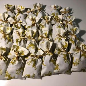 Adventi naptárhoz zsákocskák , Karácsony & Mikulás, Adventi naptár, Varrás,  \n A 24 darab zsákocska apró ajándékok elrejtésére szolgál. 10 X 17 cm-esek. Aranyszínű szaténszalag..., Meska