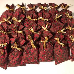 Adventi naptárhoz zsákocskák , Karácsony & Mikulás, Adventi naptár, Varrás,  \n A 24 darab zsákocska apró ajándékok elrejtésére szolgál. 10 X 17 cm-esek. Fenyőzöld szaténszalago..., Meska