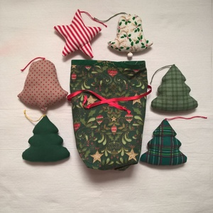Karácsonyi dísz szett II., Otthon & Lakás, Karácsony & Mikulás, Karácsonyfadísz, Varrás, Patchwork, foltvarrás, Karácsonyi mintás pamutvászon anyagokból készítettem ezeket a díszeket. Lakásdekoráláshoz, fenyődísz..., Meska