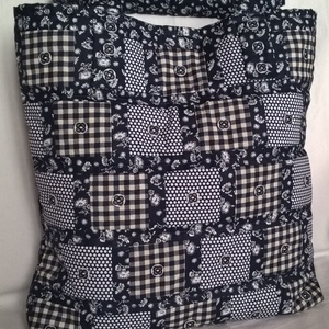 """""""Négyzetek"""" táska, Táska, Divat & Szépség, Táska, Válltáska, oldaltáska, Szatyor, Patchwork, foltvarrás, Varrás, Három különböző mintájú, sötétkék- fehér pamutvászon anyagokból készítettem ezt a táskát. A négyzet..., Meska"""