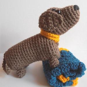 Mazsi kutya pokróccal, nyakörvvel, horgolt játék kiegészítővel, Kutya, Plüssállat & Játékfigura, Játék & Gyerek, Horgolás, Ovisok álma ez a szeretgethető kiskutya! Pokrócába csavargatva bárhová elviheti, gondoskodhat róla é..., Meska