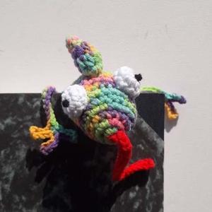 Queenie, kaméleon könyvjelző, puha horgolt 3D állatka - otthon & lakás - papír írószer - könyvjelző - Meska.hu