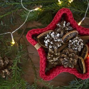 Csillag kosár, tároló, Otthon & lakás, Lakberendezés, Tárolóeszköz, Kosár, Asztaldísz, Dekoráció, Ünnepi dekoráció, Karácsony, Karácsonyi dekoráció, Horgolás, Egyedi karácsonyi dekoráció ez a zsinórfonalból horgolt csillag alakú kosár. Kemény fa lemez az alap..., Meska