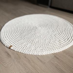 Kerek, horgolt szőnyeg - ekrü, Otthon & Lakás, Lakástextil, Szőnyeg, Horgolás, Ez az egyedi, közepesen vastag szőnyeg garantáltan feldobja bármely helyiség hangulatát. Akár fürdős..., Meska