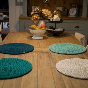 Horgolt tányéralátét - színes (4db), Otthon & Lakás, Konyhafelszerelés, Tányér- és poháralátét, Horgolás, Meska