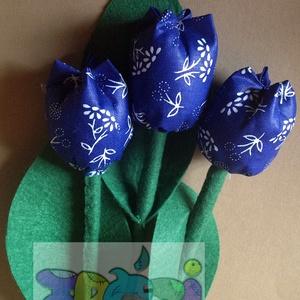 textil tulipán dekoráció, Csokor & Virágdísz, Dekoráció, Otthon & Lakás, Varrás, A szett 3 szál textiltulipánt tartalmaz 28cm magasak. A szár és a levél filc anyagból, a tulipán fej..., Meska