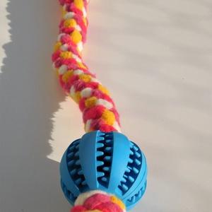 Labdás kutyajáték, sárga-fehér-rózsaszín, Otthon & Lakás, Kisállatoknak, Kutyáknak, Csomózás, Polár anyagból csomózással készült rugalmas kutyajáték, melyet labdával egészítettem ki.\nA labda ter..., Meska